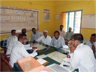 Photos : Tanzeem delegation met Bhatkal KEB officer to solved electricity problem