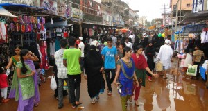 Crowd throng Ramadan Bazar defying rain